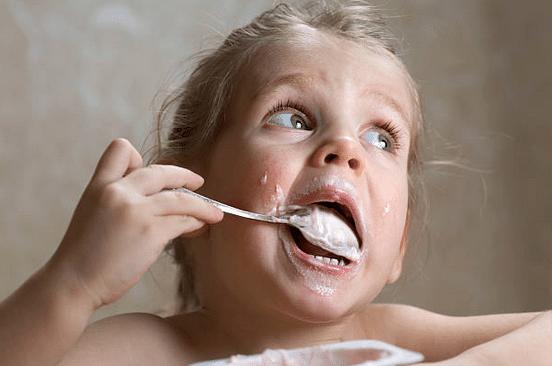 Goûter enfant : quels sont les besoins nutritionnels âge par âge ?